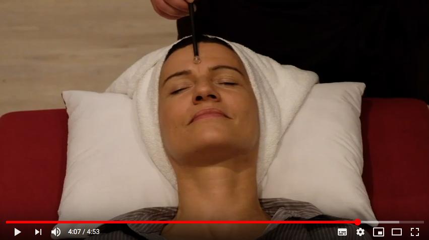 Video-Standbild Edelsteinmassage
